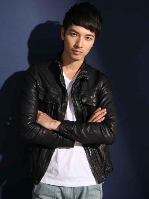 Daniel劉鎌愷                            Height: 183cm Bust: 37'' Waist: 30'' Hips: 37'' Shoes: 9.5 Eyes: Black Hair: Black