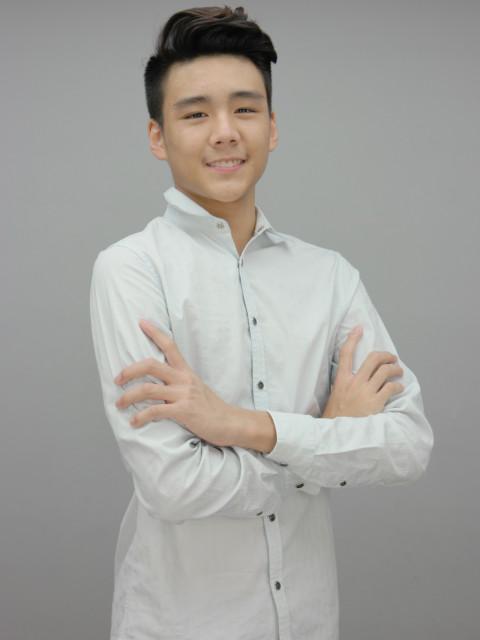 Jonathan陳聖儒   Height: 175cm Bust: 32'' Waist: 27'' Hips: 35'' Shoes: 10 Eyes: Black Hair: Black